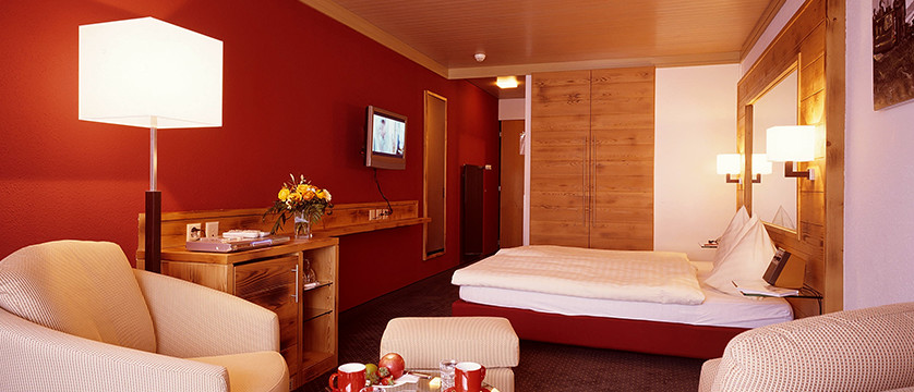 Eiger Self-Catering Apartments, Grindelwald, Bernese Oberland, Switzerland - Double twin bedroom.jpg